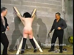 clit pussy piercing pain naald slet hardcore bdsm