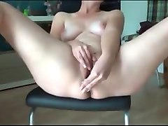 amateur hosewife enjoys extreme orgasm