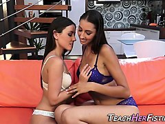 lesbian licke pussy each other