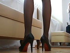 in high heels scheissen